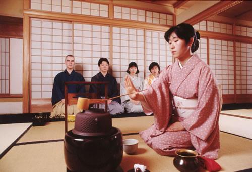 Yomiuri Features Tea Ceremony